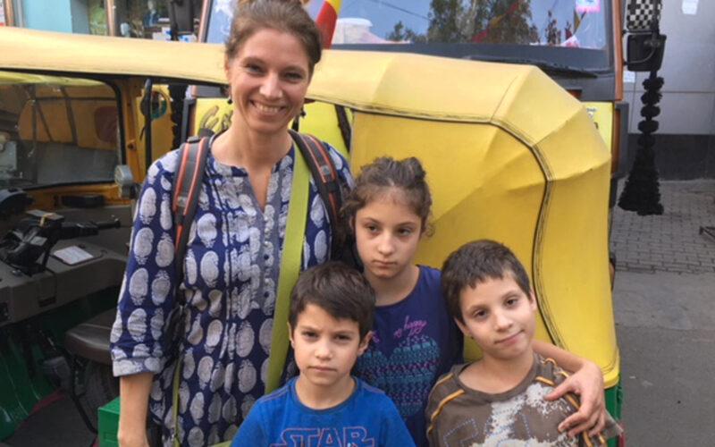"""""""Megváltoztatom a karmátokat"""" - mondta az indiai guru az autista gyerekeit nevelő Lohonyi Dórának"""